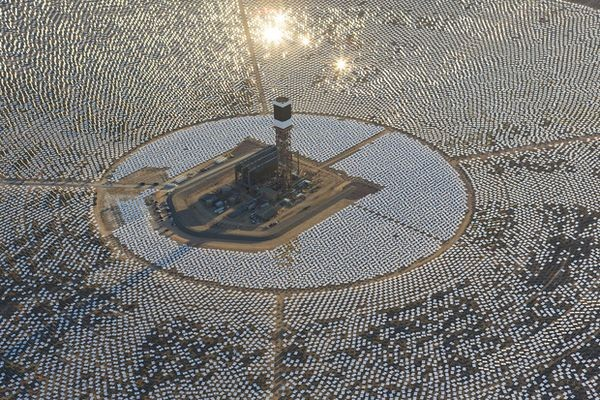 Пожар на крупнейшей в мире солнечной электростанции произошел из-за сбоя фокусировки зеркал