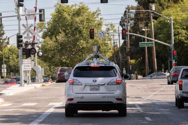 Toyota: людям нужны не автомобили-роботы, а автомобили — «ангелы-хранители»