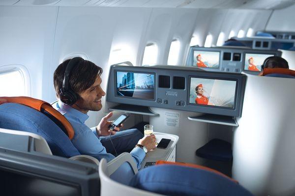 Официально: «Аэрофлот» разрешил не выключать телефоны на борту самолета