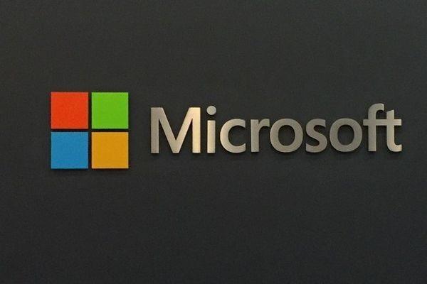 """""""Microsoft"""" trumpam tapo trečia didžiausia pagal kapitalizaciją pasaulio įmone"""