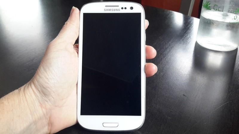 В Российской Федерации мобильные телефоны Самсунг Galaxy S7 значительно упали вцене