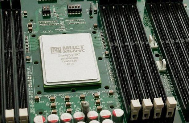 Росэлектроника представила первые компьютеры набазе микропроцессора «Эльбрус 8С»