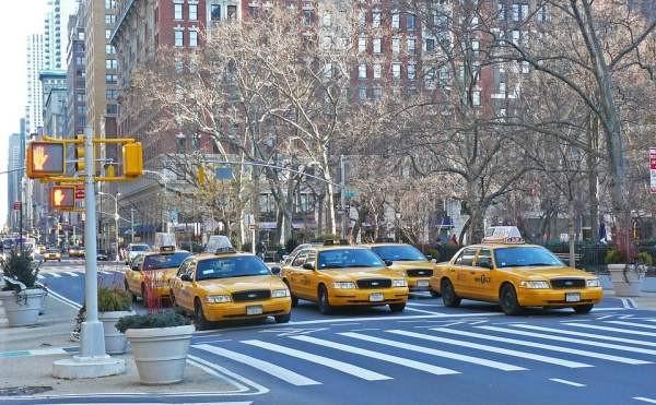 Водители такси устроили бойкот агрегаторам