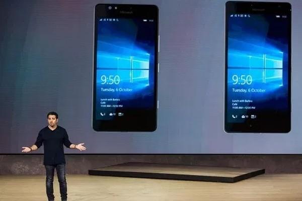 Слух: в Microsoft разрабатывают раскладной смартфон с двумя экранами