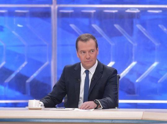 Медведев: отечественная экономика будет строиться по цифровым законам