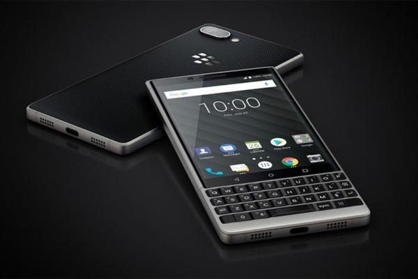 Под маркой BlackBerry выпущен очередной смартфон с традиционной клавиатурой
