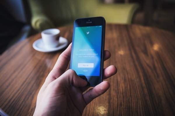 Twitter борется со спамом, ужесточая подтверждение аккаунтов