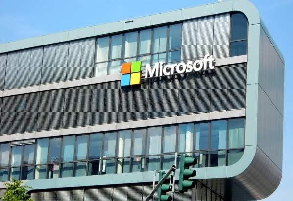 Чатбот Microsoft не только разговаривает, но и пишет стихи