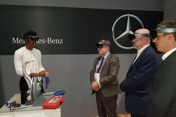 Mercedes-Benz обучает сотрудников с помощью Microsoft HoloLens