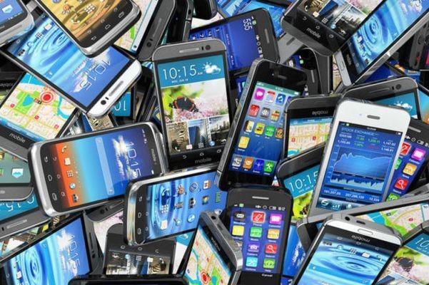 Рынок России телефонов растет вотличие отмирового