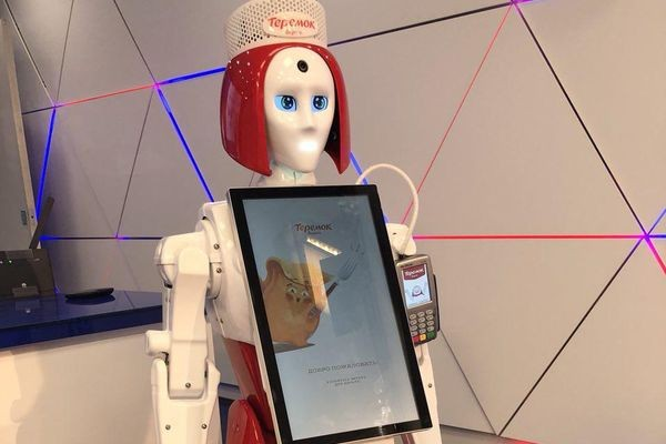Теремок принял на работу андроида-кассира Марусю
