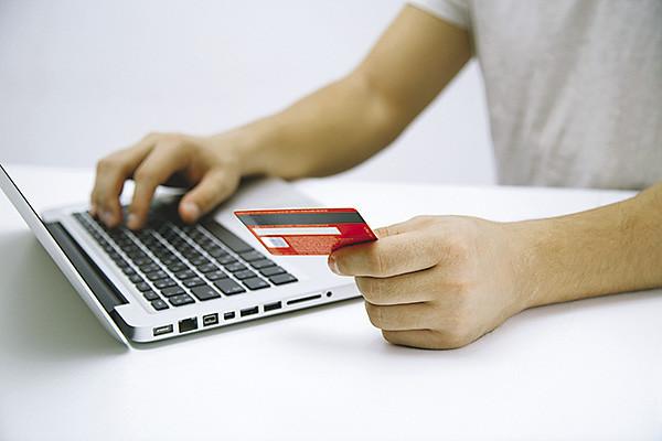 К 2021 году все интернет-магазины обяжут принимать карты