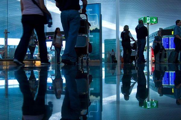 Российские авиапассажиры смогут проходить на досмотр и в самолет по смартфону