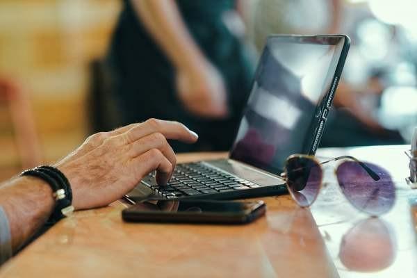 Россияне стали больше тратить на домашний Интернет и мобильную связь