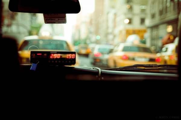 Исполнение музыки в такси признали непубличным
