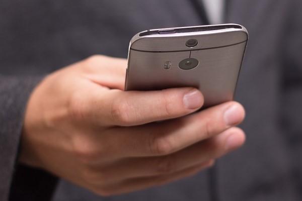 Минтруд и «Ростелеком» не договорились о количестве смартфонов для чиновников