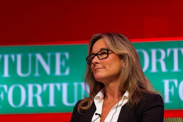 В Apple сменится вице-президент по розничным продажам