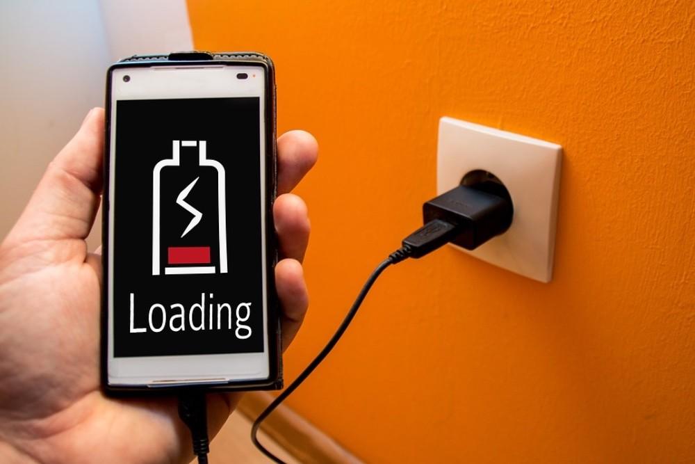 Как правильно заряжать смартфон