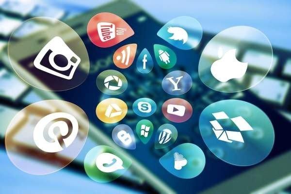 Росстат: чаще всего россияне используют Интернет для общения в соцсетях