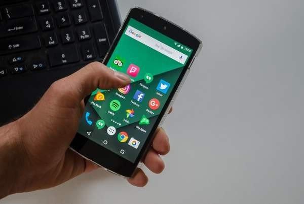 Минкомсвязь против предустановки российских приложений на мобильные устройства