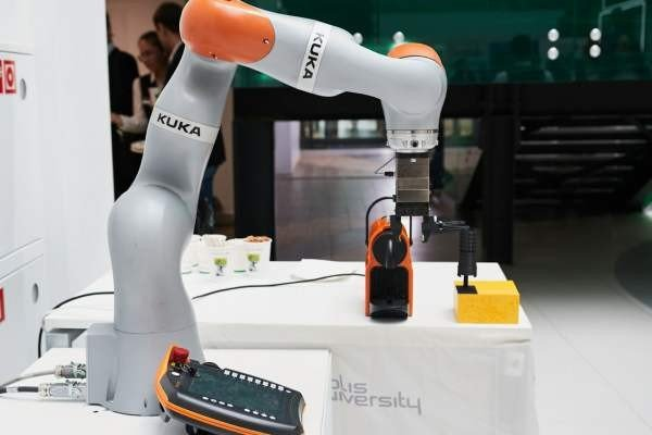 ЦИПР-2019: робот с кофе, робот-вратарь, беспилотный автомобиль и дроны