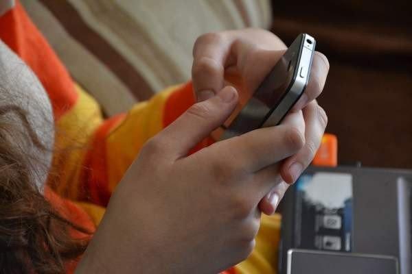 «Коммерсантъ»: СМС-сообщения с кодами из банков приучают пользователей к небезопасному поведению
