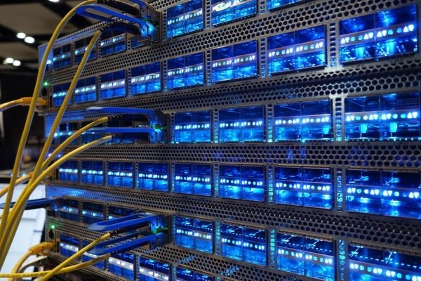 Intel покупает разработчика «коммутатора на кристалле» Barefoot Networks