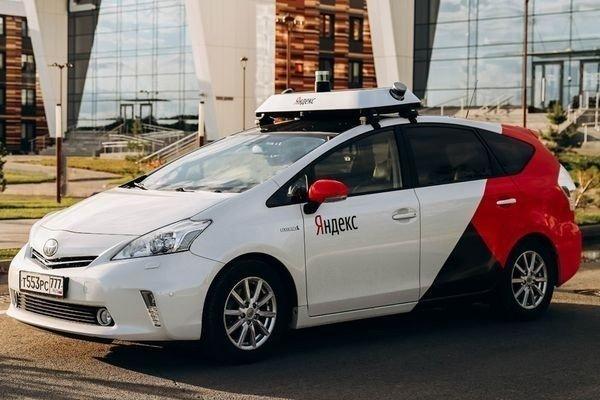 Беспилотные автомобили запустят в 10 регионах России