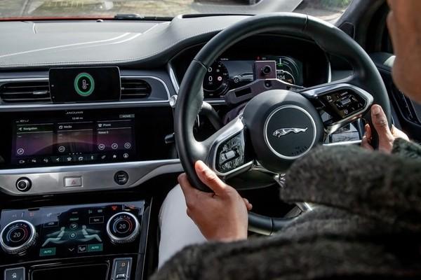 Jaguar Land Rover испытывает систему, анализирующую настроение водителя