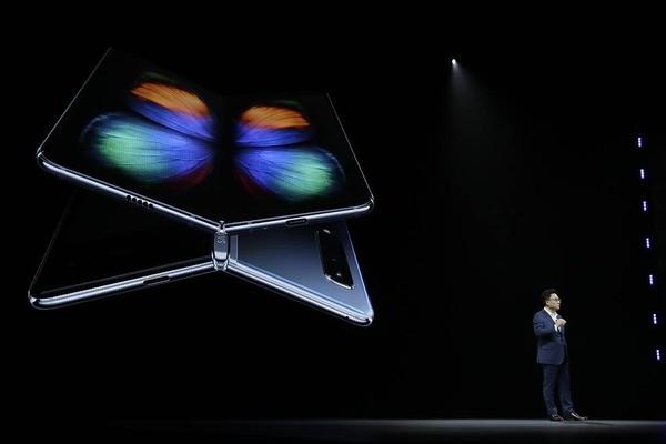 Продажи смартфона Samsung со складным экраном начнутся в сентябре