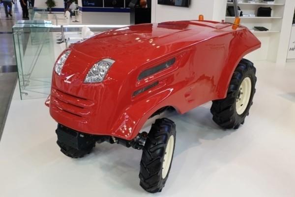 «Роскосмос» продемонстрировал беспилотный трактор собственной разработки