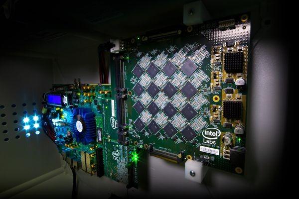 В Intel объединили 64 «мозговых» чипа Loihi