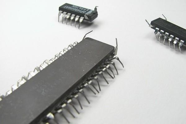 В процессорах Intel и AMD обнаружена новая уязвимость типа Spectre