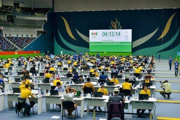 Российские школьники заняли второе место на международной олимпиаде по информатике в Баку
