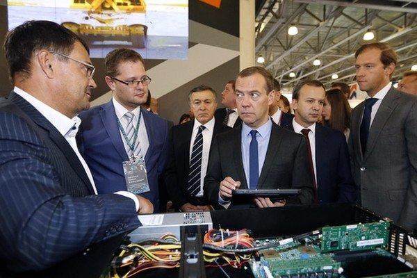 ФНС заключила контракт на поставку двух тысяч серверов российского производства