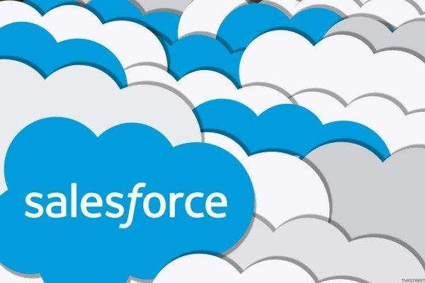 Salesforce обещает акционерам высокие доходы
