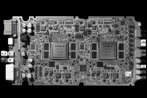 Процессоры Tesla для робомобилей оказались в 21 раз быстрее чипов Nvidia