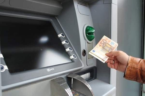 Устаревшая модель банкомата принимала игрушечные деньги