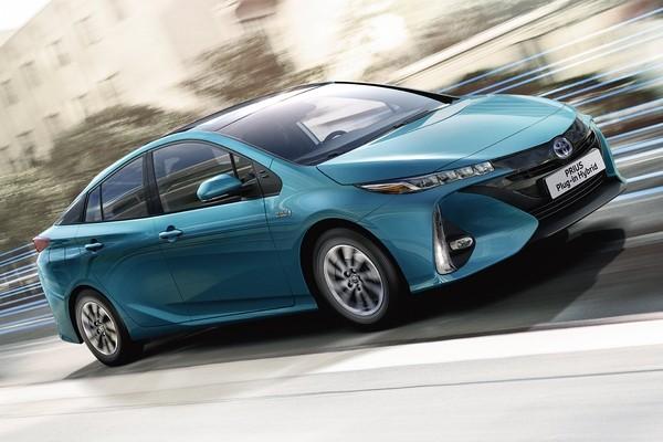 Toyota испытывает Prius на солнечных батареях