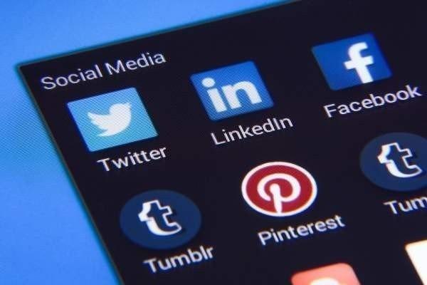 В Роскомнадзоре напомнили Facebook и Twitter о локализации баз данных