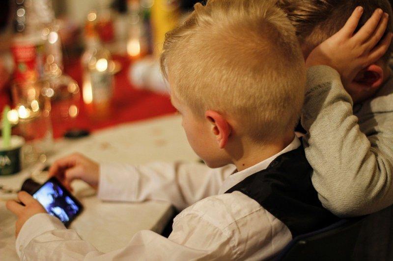 SuperJob: почти половина родителей полагает, что контролирует соцсети своего ребенка