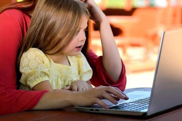 «Лаборатория Касперского»: российские родители считают, что они и их дети проводят в Интернете много времени