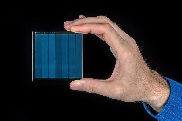В Microsoft записали культовый фильм «Супермен» на стеклянной пластине