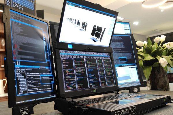 CES: Специалистам по DevOps и информационной безопасности предлагают ноутбук с семью экранами