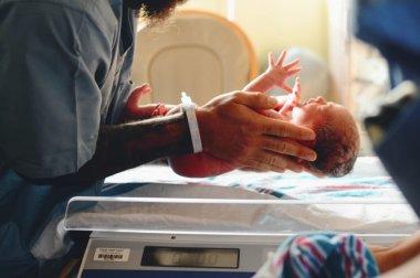 Неонатальные рефлексы и осмотр новорожденных детским неврологом