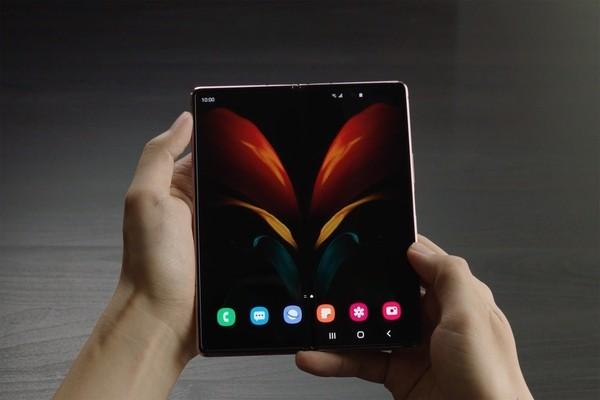 Слух: В 2023 году Apple выпустит айфон со складным экраном