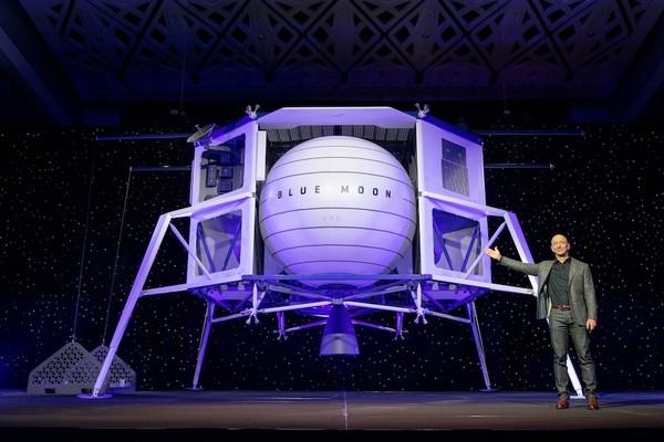 Иллюстрация к Джефф Безос готов финансировать лунную программу, если с ним заключат контракт