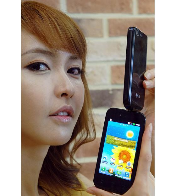 LG выпустила смартфон LG Optimus Sol с Ultra AMOLED экраном