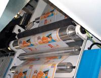 Пара прижимных валов (один приводной), устанавливаемая перед каждой печатной секцией Н‑Press, — одно из условий успешной печати на сильно тянущемся полиэтилене