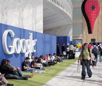 Всего на Дни разработчиков Google пришло около 5тыс. человек, амножество других наблюдало за встречами через Сеть. Эти события ярко свидетельствуют отом, как далеко Google ушла от компании, заниaмающейся только поиском вInternet, ивсе активнее стремится предлагать программные решения исервисы, конкурирующие стеми, что выпускает Microsoft